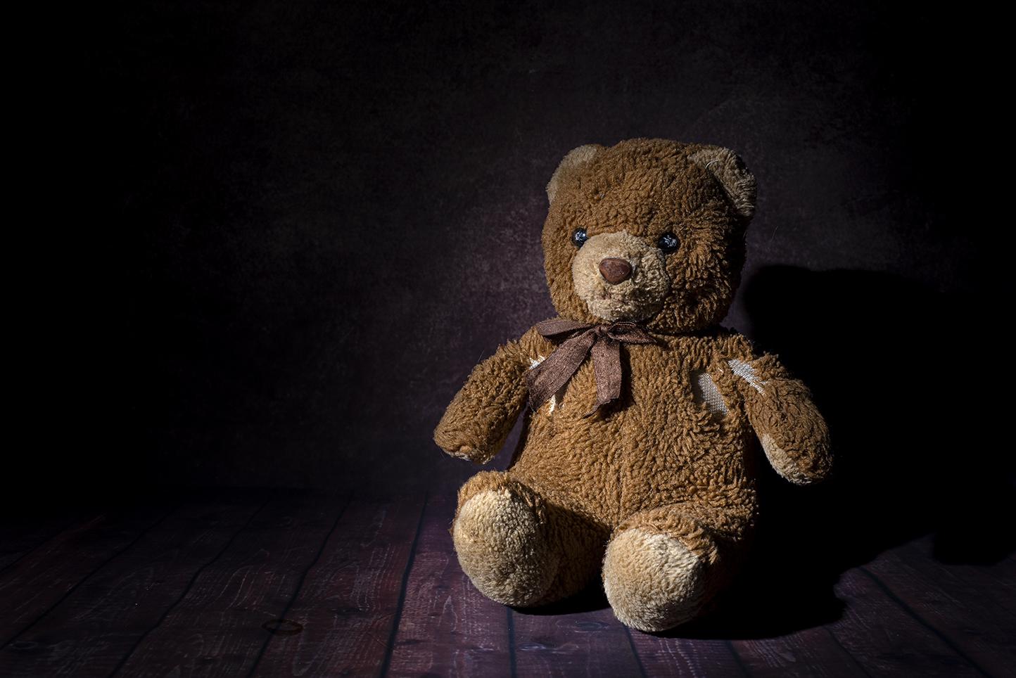 Älskad och sliten teddybjörn.